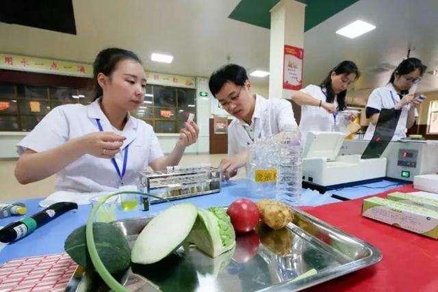 """泉州:校园食堂接受食品安全""""大体检"""""""